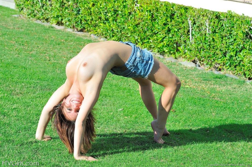 【海外エロ画像】性的に見ると破壊力が高過ぎた…美女のセクシーブリッジ!