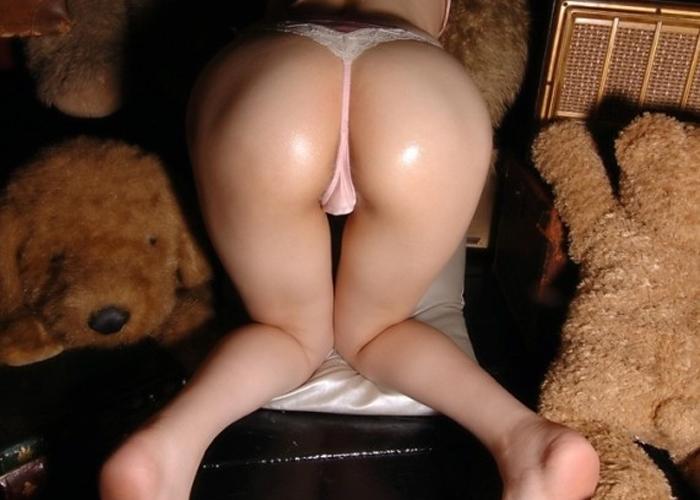 【美尻エロ画像】いかにお尻が魅力的かがよく分かる四つん這いポーズ!