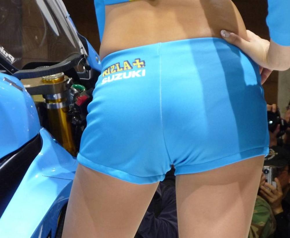 【キャンギャルエロ画像】背中の上に座って欲しいほど良い尻のイベントガール達!