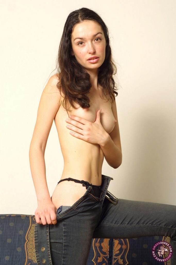 【海外エロ画像】イヤらしくてワイルド?ジーンズにトップレスな異国の美女たち