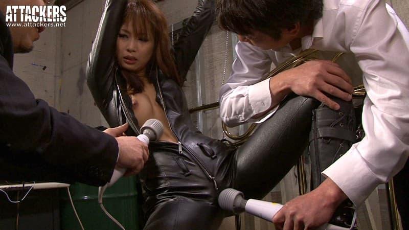 【亜希菜エロ画像】キャットスーツ似合い過ぎなクール美女・亜希菜!