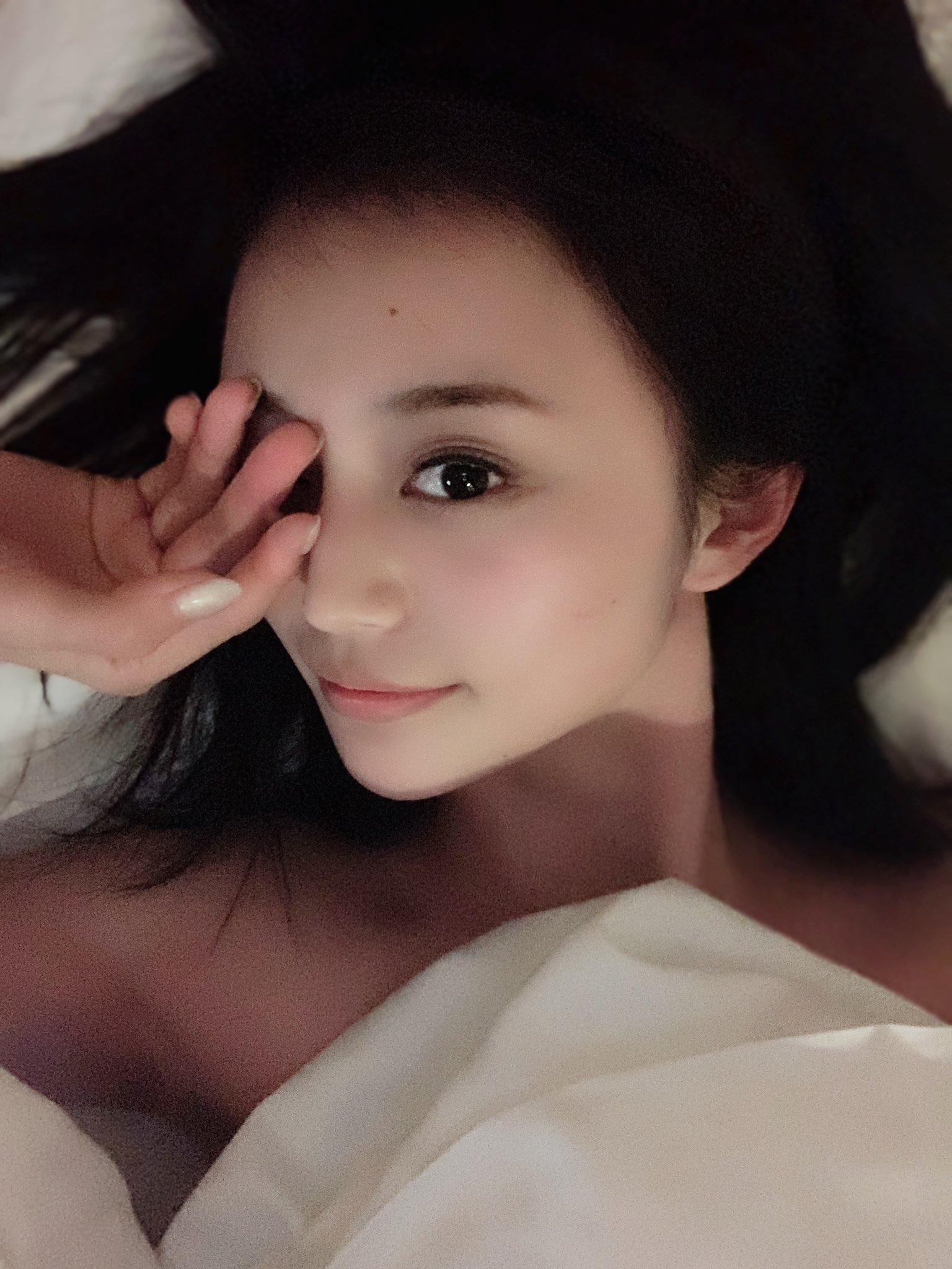 【三咲美憂エロ画像】九州訛りが可愛い美乳スレンダー美女・三咲美憂!