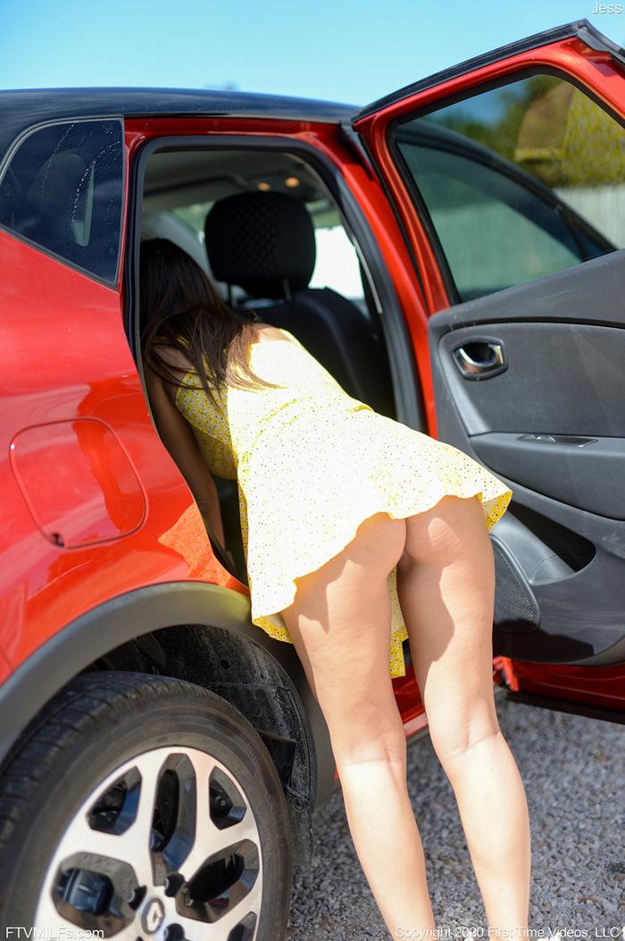 【海外エロ画像】夏場は凉しい?ノーパンイズマイライフな海外美女たち