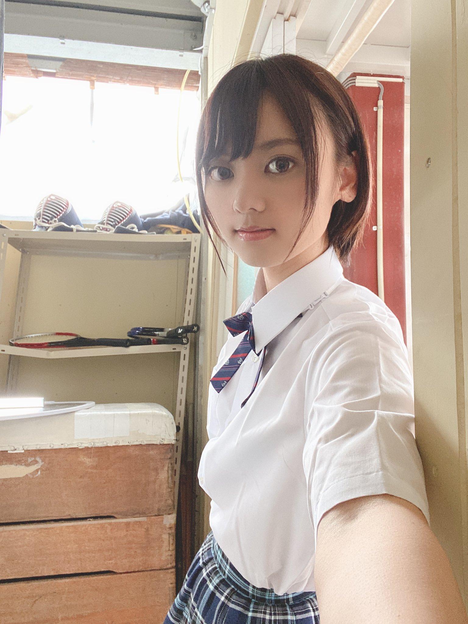【もなみ鈴エロ画像】文句なしに可愛すぎる純真スレンダー美少女・もなみ鈴!
