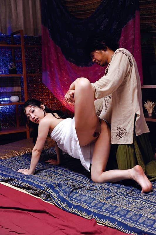 【マッサージエロ画像】貞操の危機は明らかなセクハラマッサージで喘ぐ人々!