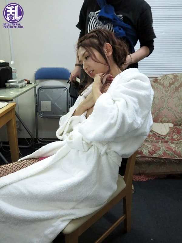 【長谷川ミクエロ画像】スリムで美形で見せたいタイプな元芸能人・長谷川ミク!