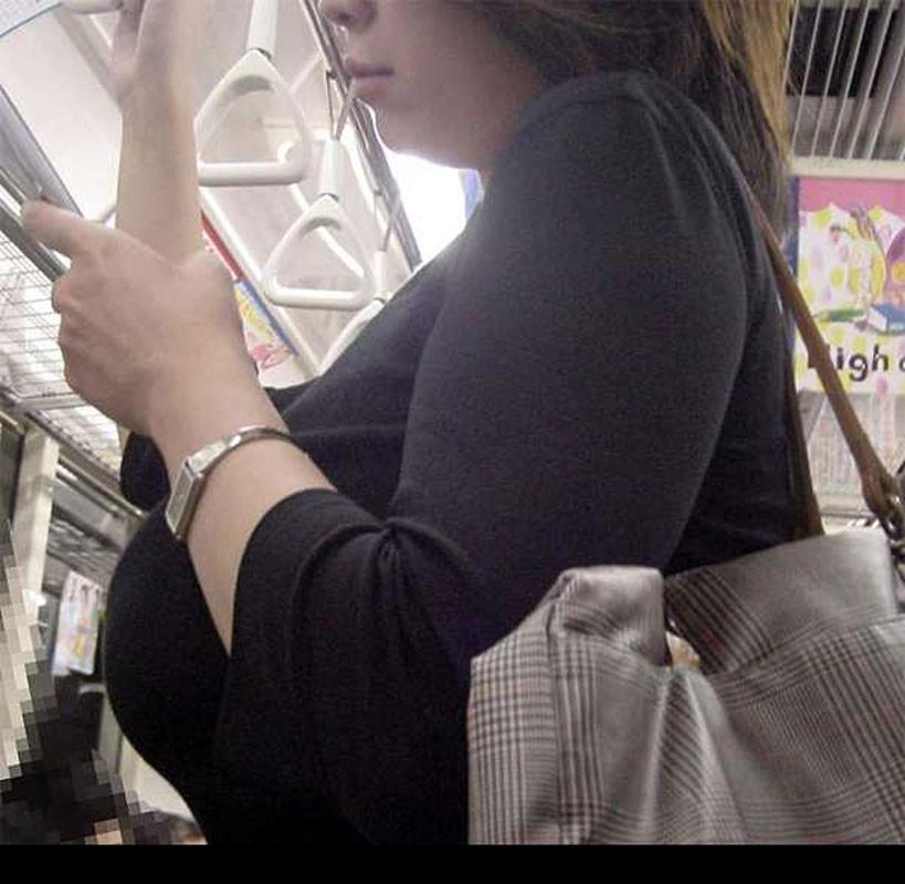 【着胸エロ画像】生で見せなくとも大変そそる着衣巨乳な一般人たち!