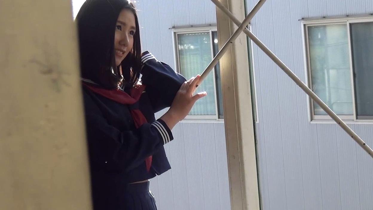 【秋元ひなのエロ画像】見た目清楚でも体質はスケベな黒髪美少女・秋元ひなの!