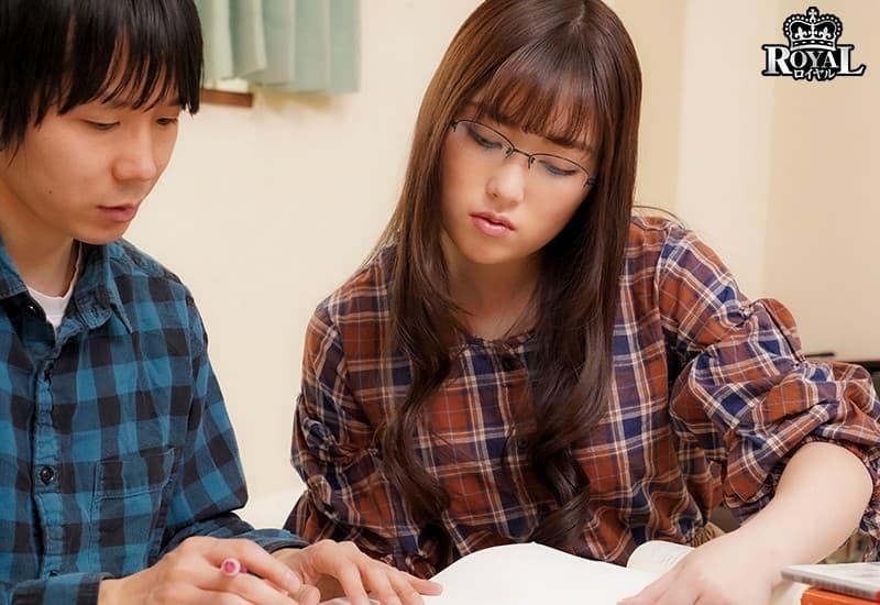 【伊藤かえでエロ画像】医大生だけろエッチな事も大好きな巨尻才女・伊藤かえで!