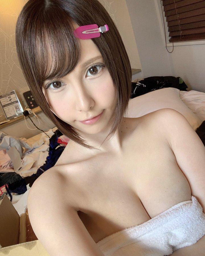 【令和れいエロ画像】旦那公認デビューの激イキ体質な巨乳若妻・令和れい!