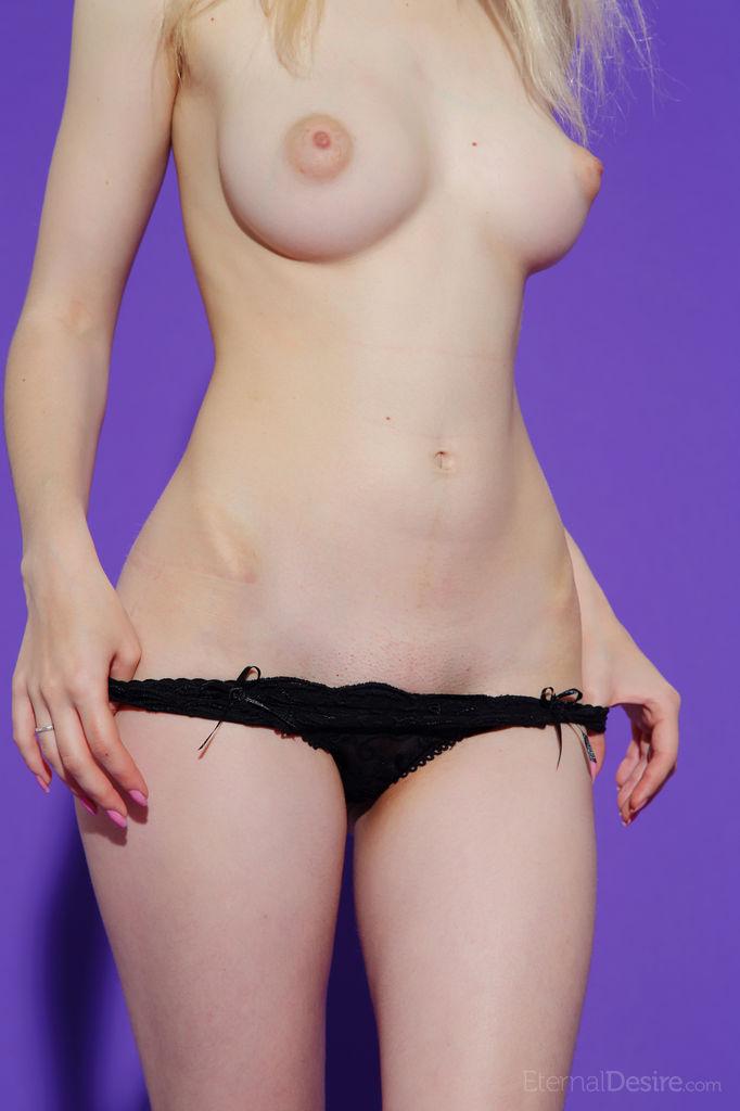 【乳頭エロ画像】見た目通りに感度最高な海外女子のパフィーニップル!