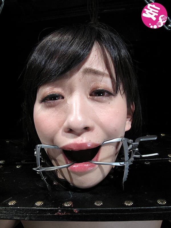 【京野結衣エロ画像】たまらないムチムチ美乳美尻に恵まれたロリカワ娘・京野結衣!