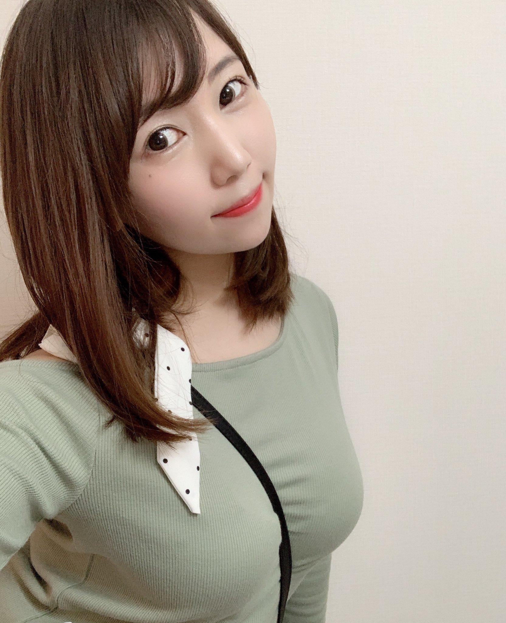 【愛花みちるエロ画像】欲求不満なムチムチボディ本物妻・愛花みちる!