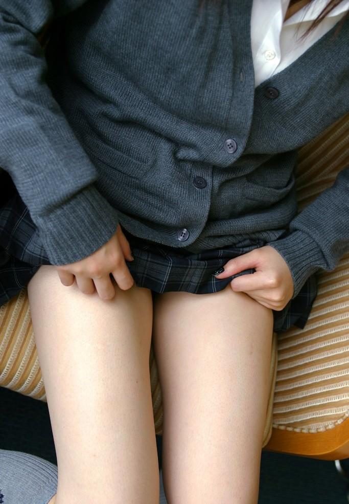 【太ももエロ画像】是非とも膝枕させて!愛でずにいられないムチムチ太もも
