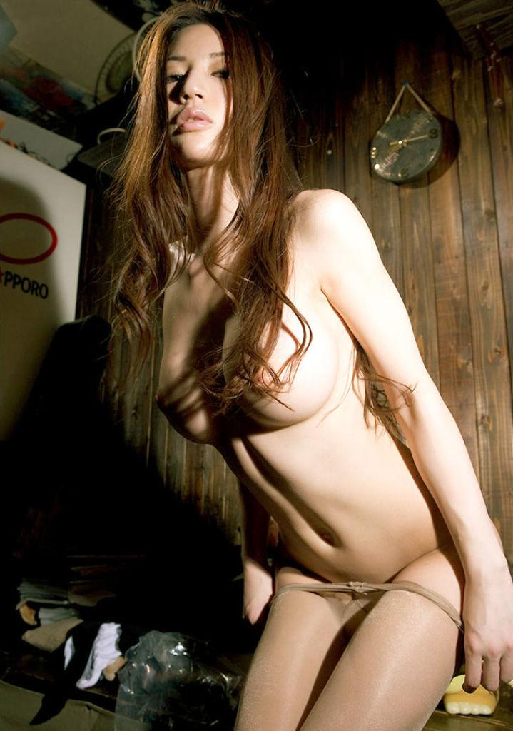 【下着エロ画像】この後は脚を開いて…ヤる気だからパンツを脱ぐ美女たち!