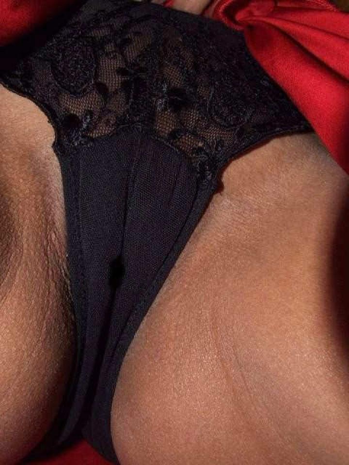 【マンスジエロ画像】股間に浮かんだ一筋の意味深なマンスジに接近!