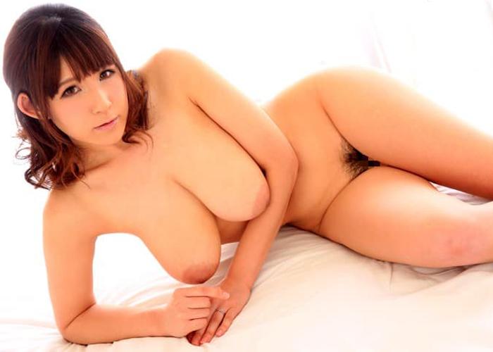 パイズリが危険過ぎる爆乳美女・桜乃ゆいなエロ画像