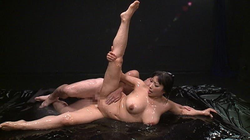 【軟体エロ画像】使える体位は幾通りでも…夢が拡がる軟体女とのセックス!