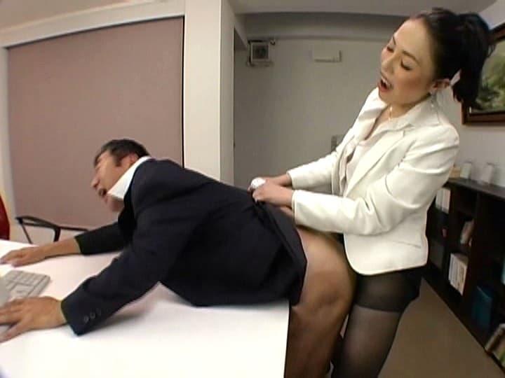 【痴女エロ画像】男のクセに掘られたい変態野郎が大喜びのペニバン痴女の逆撃!