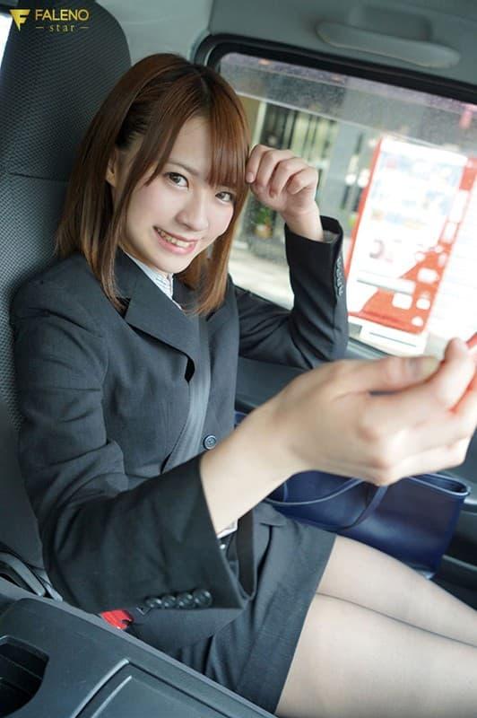 【東條なつエロ画像】賢いけどそれ以上にスケベでもある女子大生・東條なつ!