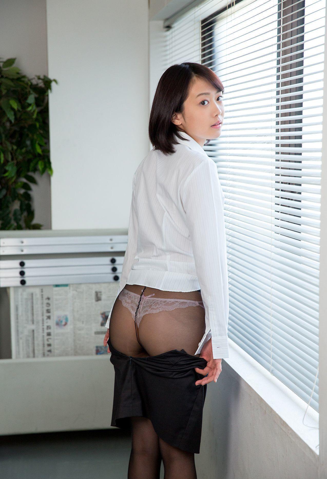 【美尻エロ画像】暖かそうで冬でも蒸れているに違いないパンスト美尻!