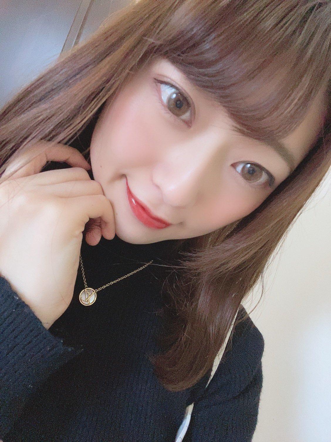 【中山琴葉エロ画像】現役激カワ女子社員なオフィスのアイドル・中山琴葉!