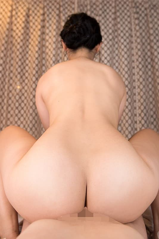 【朝陽えまエロ画像】10代にして極上の褐色ヒップを持つ有望美女・朝陽えま!