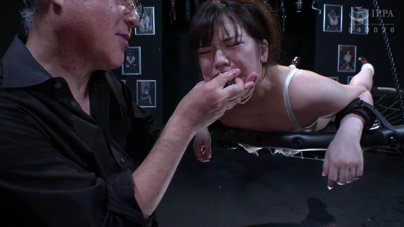 【椎名のあエロ画像】吸い込まれそうな瞳とムチムチボディが武器の美少女・椎名のあ!