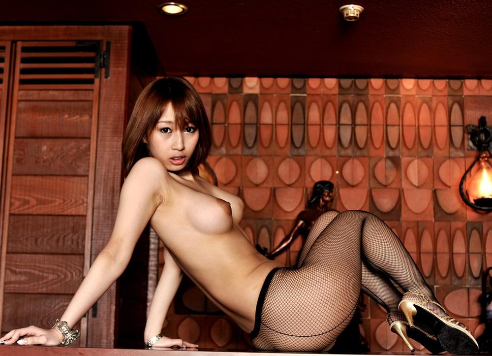 【下着エロ画像】細かい目なら防寒になる?魅力高い網タイツ下半身!
