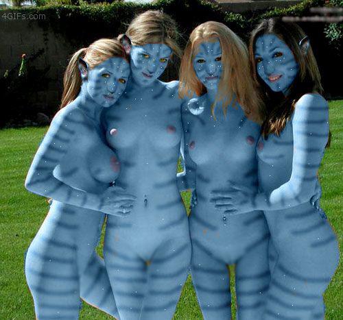 【海外エロ画像】近寄れば塗ってるだけなのがバレバレなボディペイント美女たち!