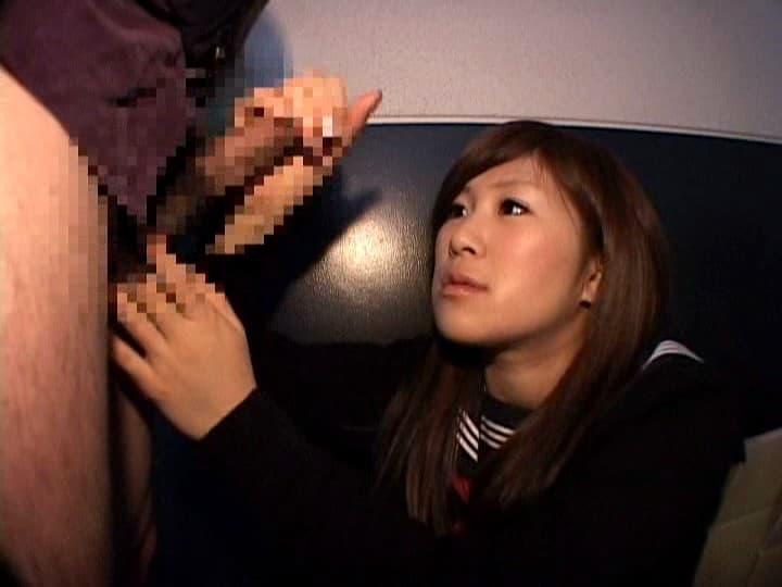 【手コキエロ画像】生意気に見下ろしながら男根を翻弄するギャルJK達のハンドジョブ!