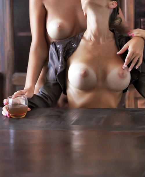 【海外エロ画像】一緒に遊んで欲しくてたまらん海外の濃厚レズカップル!