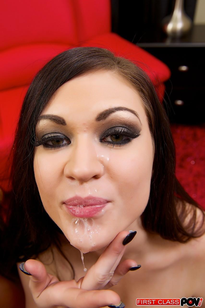 【海外エロ画像】多幸感に満たされて…顔にザー汁浴びた海外美女たち!