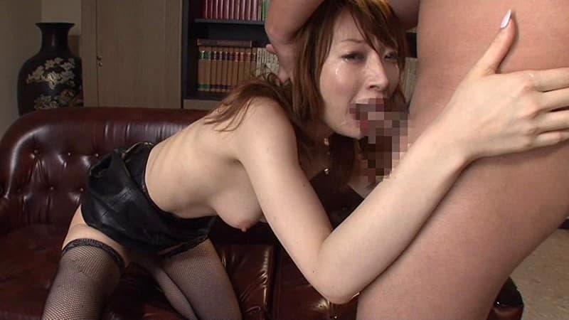 【口淫エロ画像】喉まで届く口内蹂躙、イラマチオで咽び悶える美女たち!