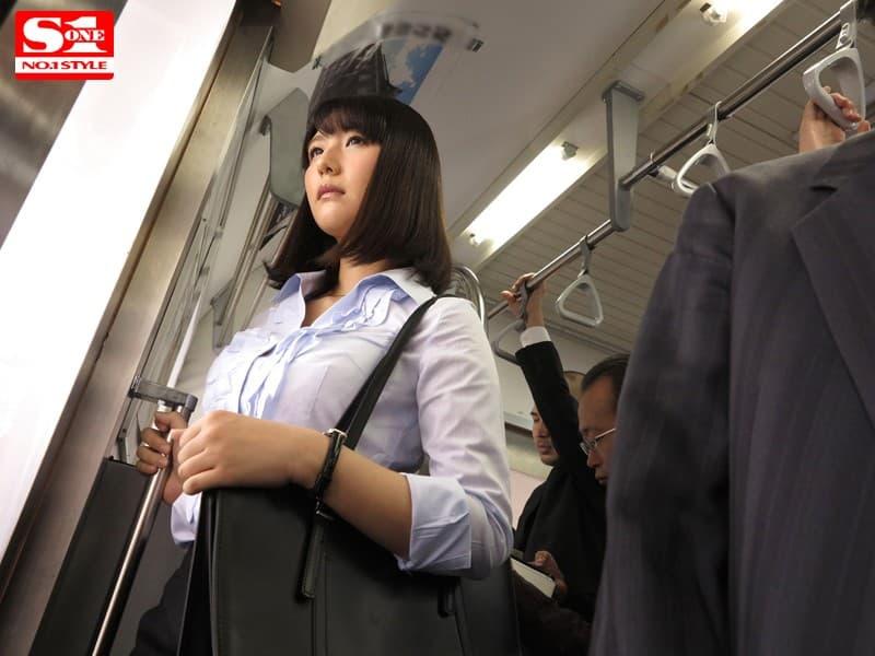 【夏川あかりエロ画像】2大メーカーに見初められた長身スリム美少女・夏川あかり!