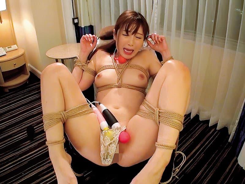 【SMエロ画像】イカされるしか道はなし…逃げられない拘束激イカセ!