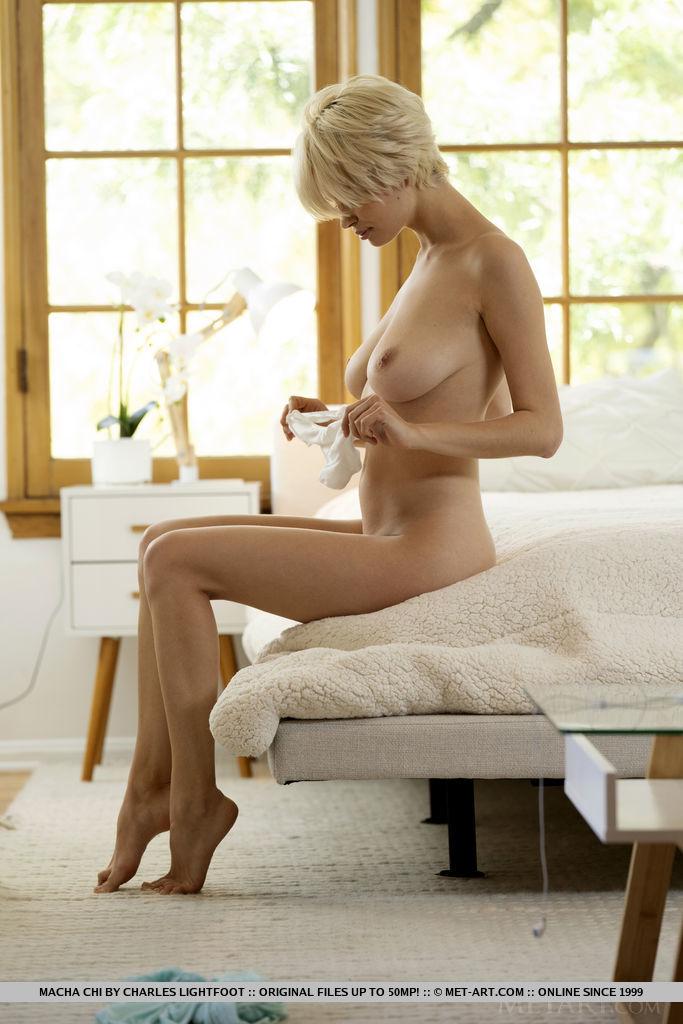 【海外エロ画像】いつか揉んで舐り倒したいブロンド美女の美爆乳!