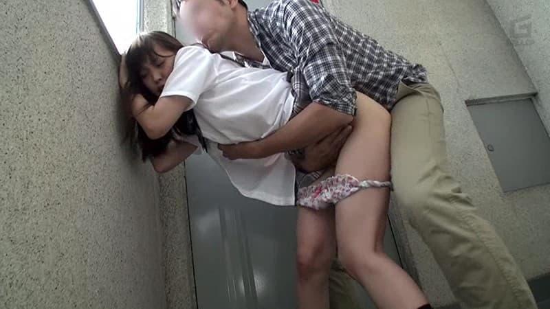 【性交エロ画像】童顔女子に着せてヤリたい!背徳感漂う制服セックス!