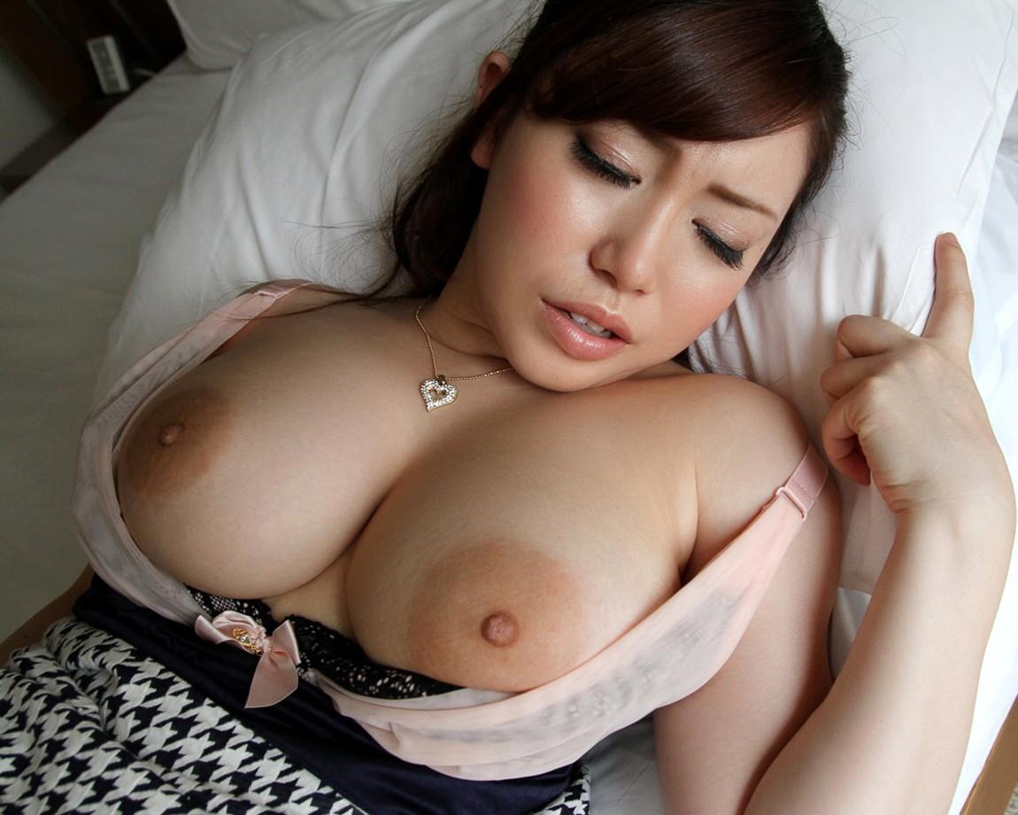 【女乳エロ画像】ボインの先端にすごく似合っている卑猥なデカ乳輪!