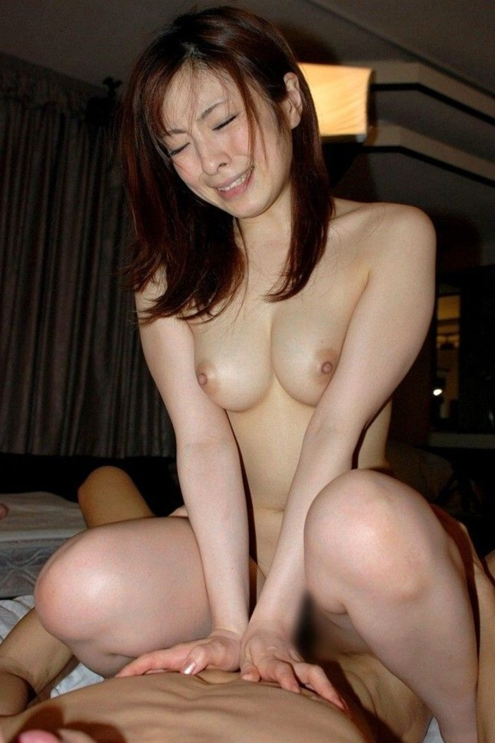 【性交エロ画像】上からの腰使いが下よりも肝心である騎乗位セックス!