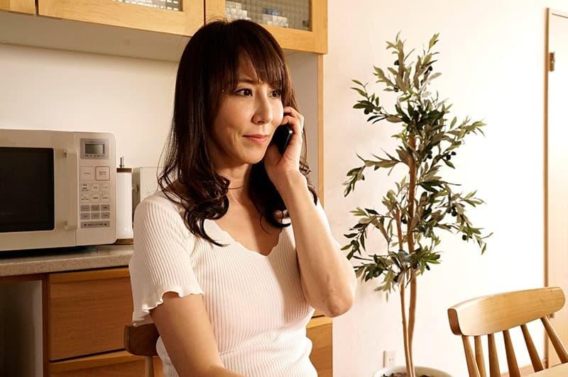 【澤村レイコエロ画像】お漏らし量が過剰な長身スレンダードM美熟女・澤村レイコ!