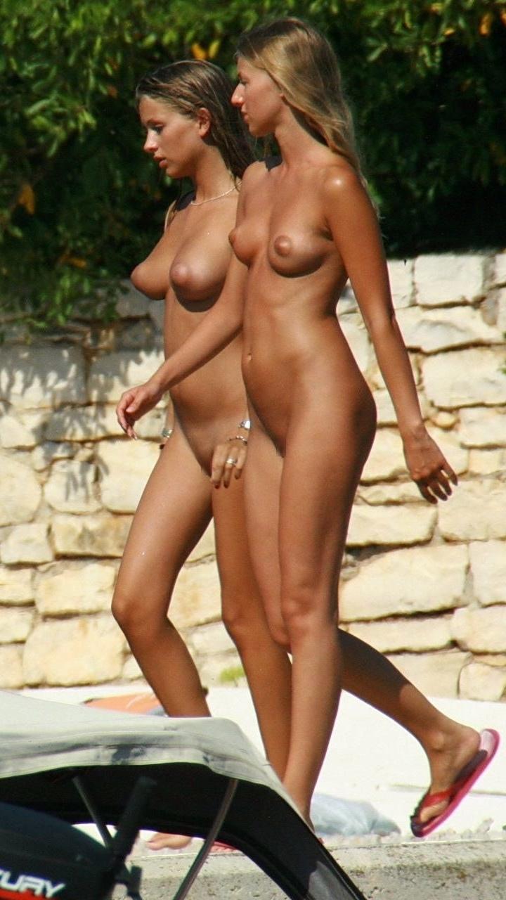 【海外エロ画像】行って裸の付き合いしてみたい…憧れのヌーディストビーチ!