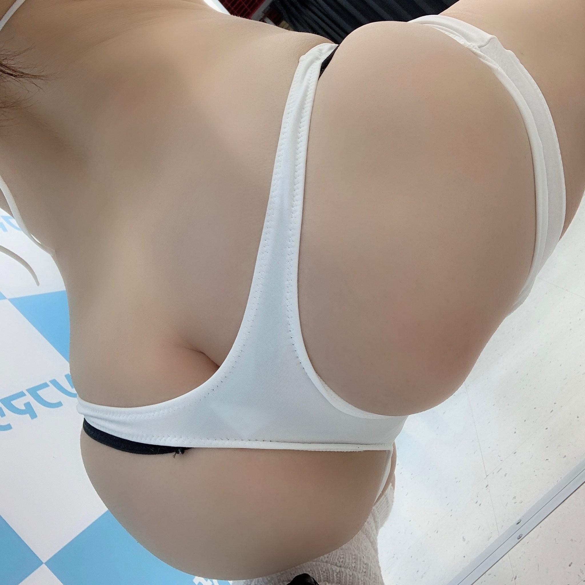 【美尻エロ画像】女がやると間抜けに見えない極上の半ケツ姿色々!