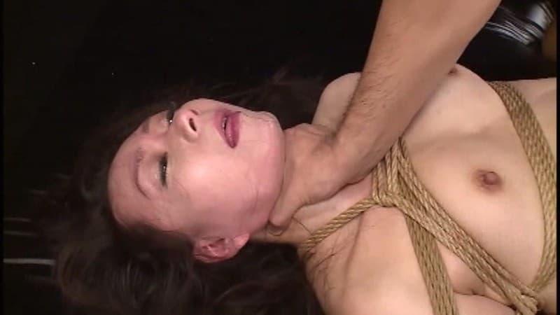 【首絞めエロ画像】絞まるが危険!膣圧強めるための禁じ手な首絞め折檻!