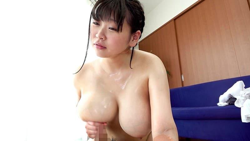 【巨乳エロ画像】ギャップ差が激しいほど刺激も強い童顔で巨乳な女の子たち!