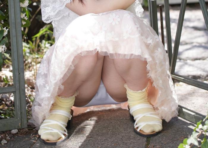 【下着エロ画像】ヤリたいから以外に解釈できない!自ら下着を見せる淑女たち