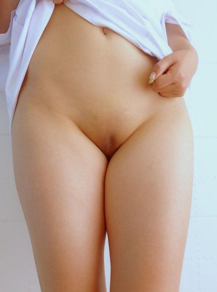 【股間エロ画像】大人がするギャップがより興奮を強めるパイパン股間!