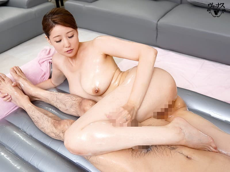 【黒木美沙エロ画像】レスの欲求不満が募ってデビューした美巨乳奥様・黒木美沙!