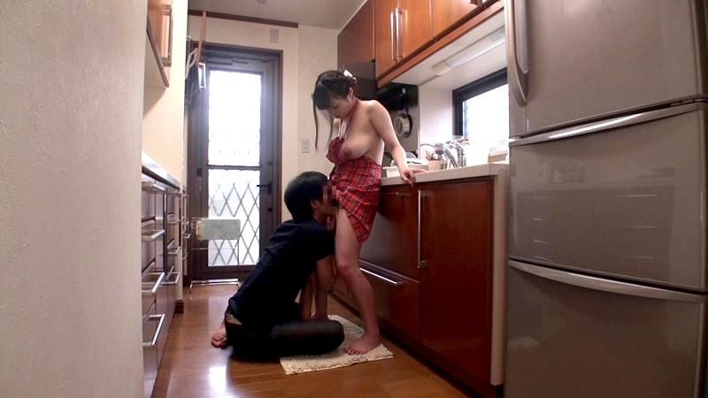 【コスプレエロ画像】単純で簡単なのにスケベ過ぎる裸エプロン姿!