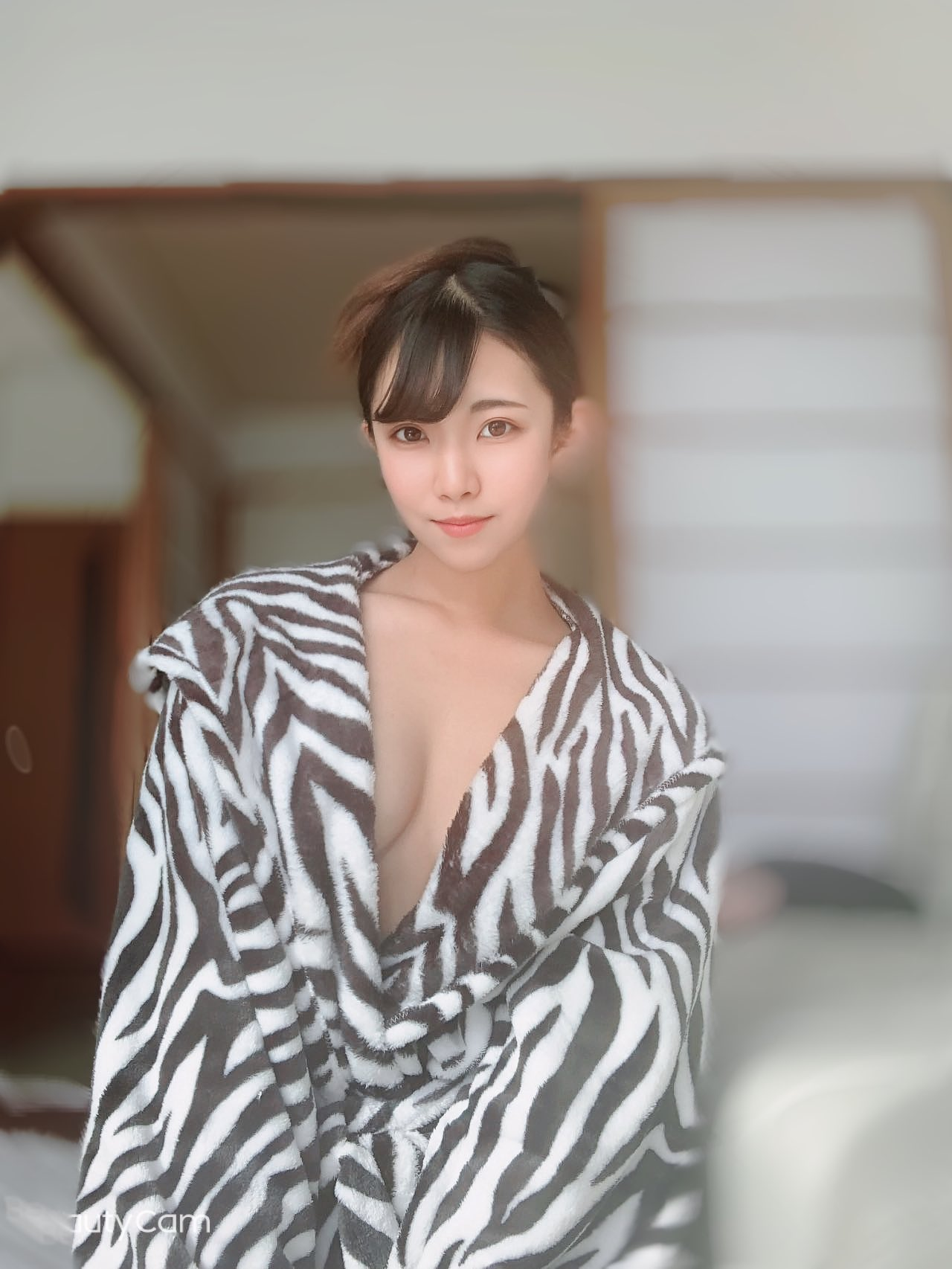 【浅見レナエロ画像】その大きなお尻で乗られたい!着エロ出身美少女・浅見レナ!